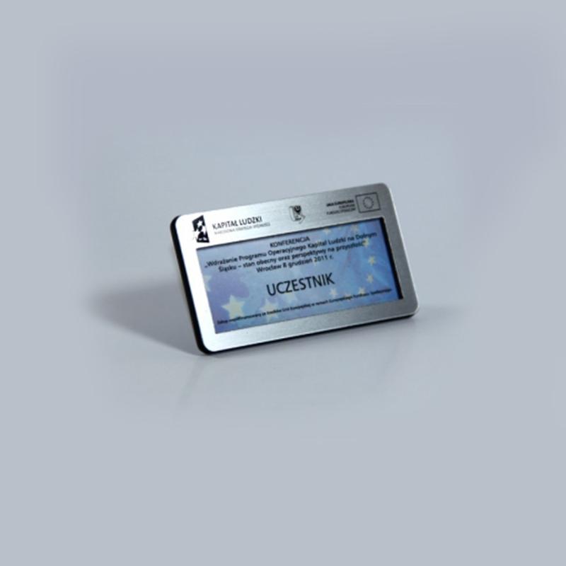 identyfikator grawerowany z okienkiem 1